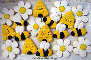 bee spring easter cookie